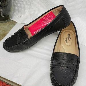 Black Loafers NWT VERY COMFY DEX FLEX